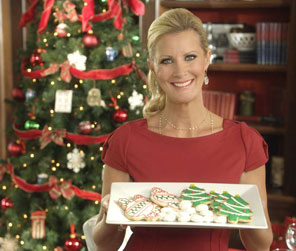 Photograph of Sandra Lee holding Christmas cookies.